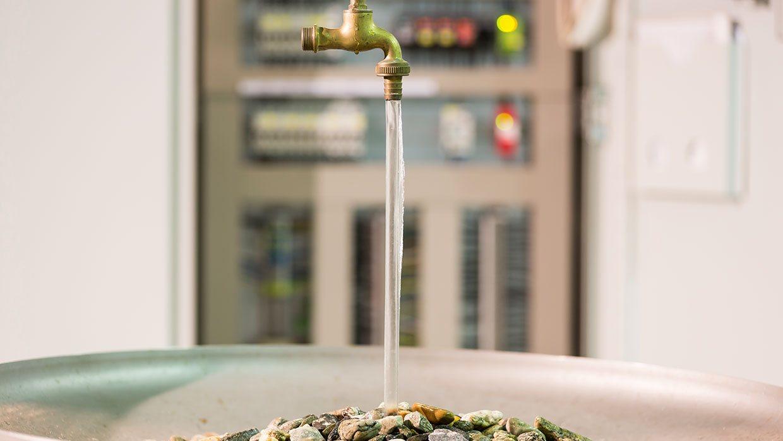 schwebender Wasserhahn