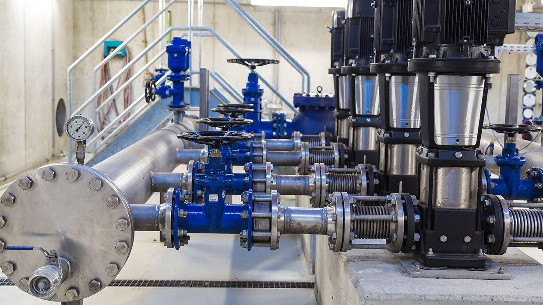 Wasserleitungen und Pumpen