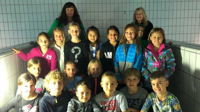 Schulklasse in der Wasserkammer